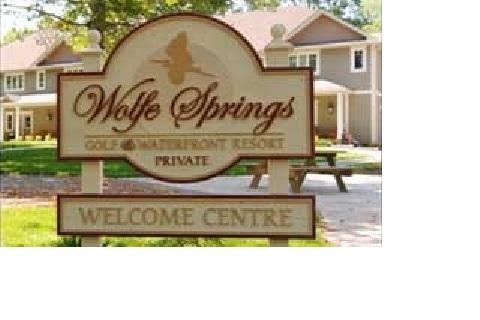 Wolfe Springs Resort Luxury Lake / Golfing Cottages – semesterbostad i Westport