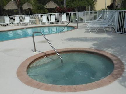 Hot tub right next to the swimming pool