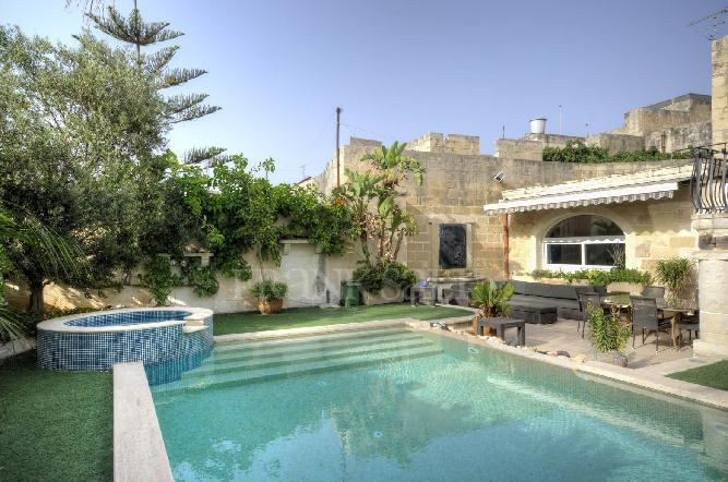 Expertly converted 300 year old House of Character, holiday rental in Dingli