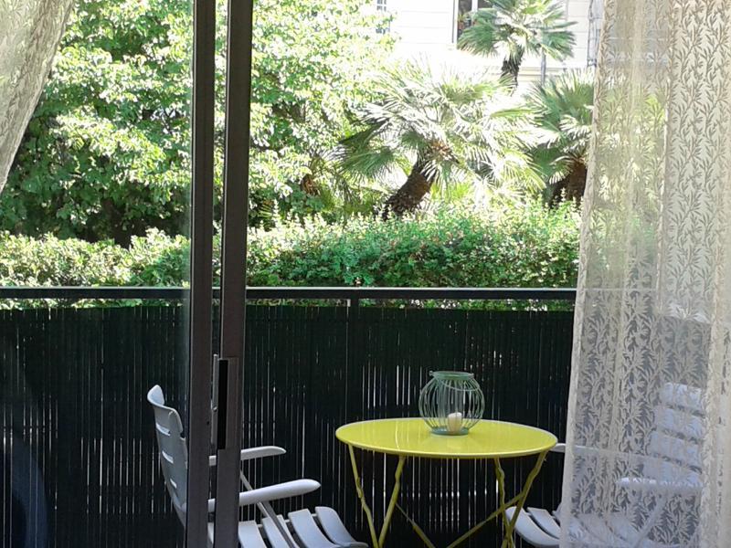 Apartamento con vegetación balcón vista