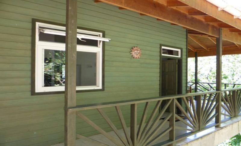 Sunshine Cottage Entry