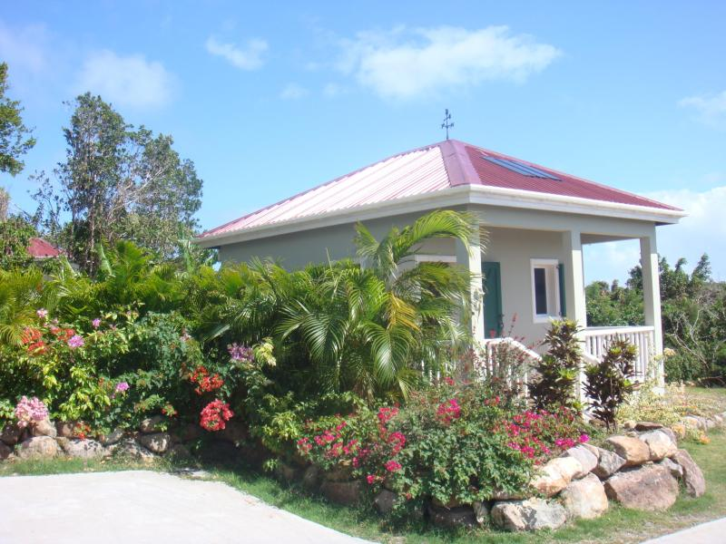Garden Cottage with wi-fi internet, vacation rental in Nevis