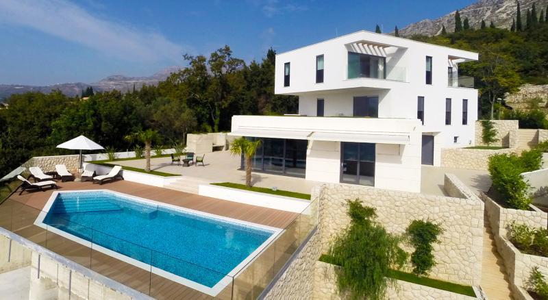 Luxury Villa Noemi with pool, vacation rental in Dubrovnik