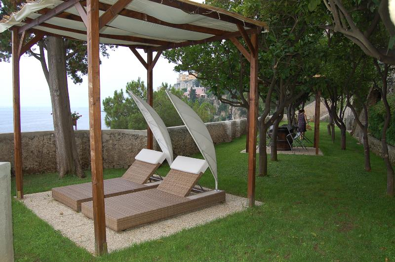 Large Villa Near Amalfi with a Jacuzzi and Spectacular Sea Views - Villa la Grot, holiday rental in Amalfi