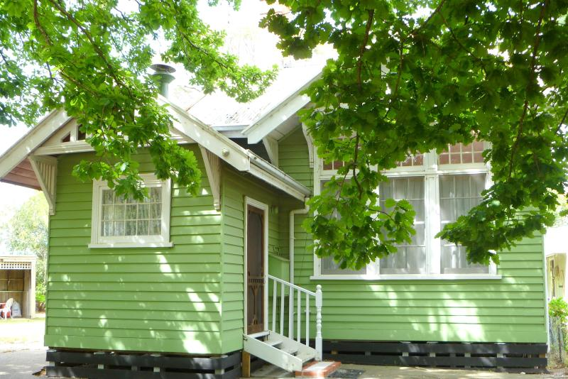 The Old School Self Contained Bed and Breakfast, holiday rental in Fernbank