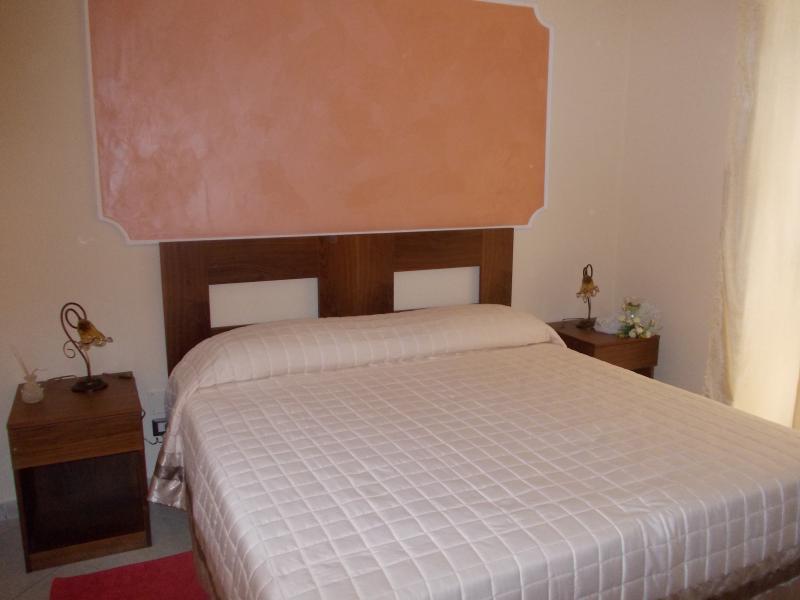 Situata su via Giolitti con ingresso indipendente a piano terra. Formata da due stanze e ampio bagno