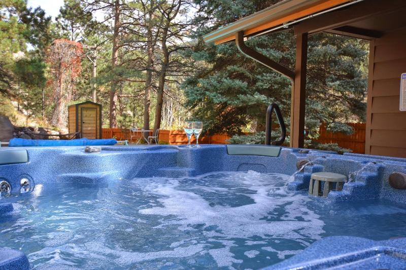 Perfect evening.  Sit in the hot tub, listen to the river and the music of Sonus Stereo outside.