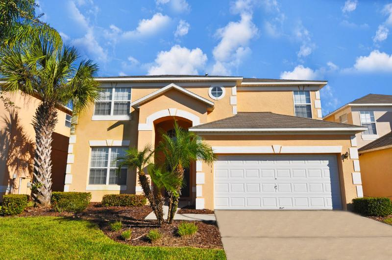 Fantastic 7BR 4.5Bath resort home with private pool & game room from $150/nt, holiday rental in Orlando