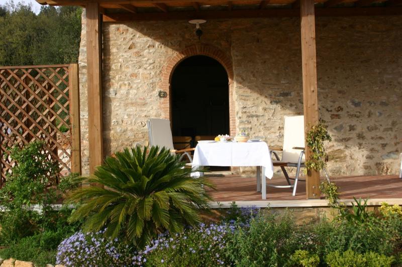 Casa Vacanze Scopeto - Apt. 2 romantic apartment with patio, shared pool, wi-fi, Ferienwohnung in Casole d'Elsa