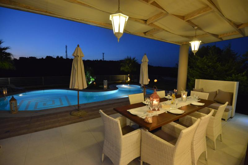 Dining area outside, next to the pool.