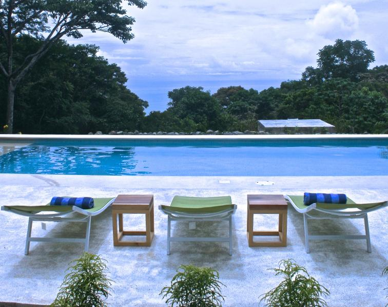 pool and cabinas with ocean view