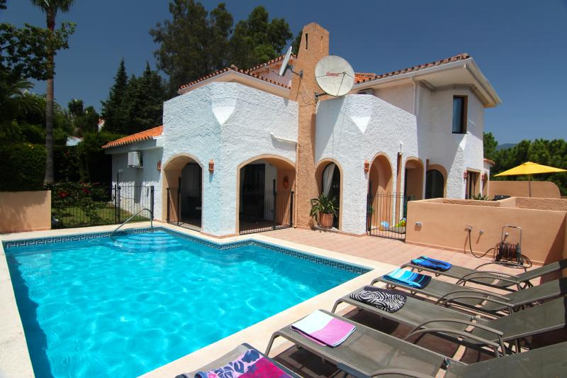 Villa Los Pulus, HEATED POOL OPTION – semesterbostad i Puerto Banus