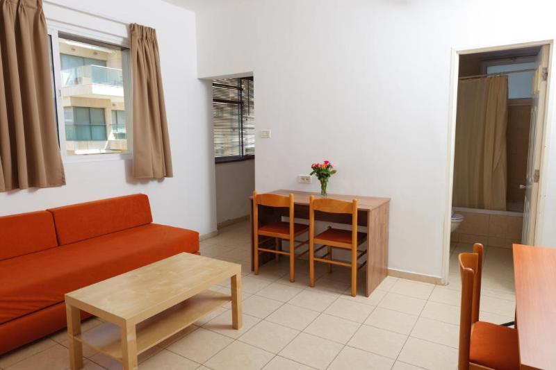 Executive Suite Street View #4, Ferienwohnung in Gedera