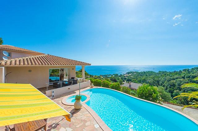 High standard villa with seaview and private swimming pool, location de vacances à Corse