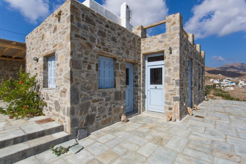 An Amazing Stone Villa-B in Serifos, holiday rental in Vagia