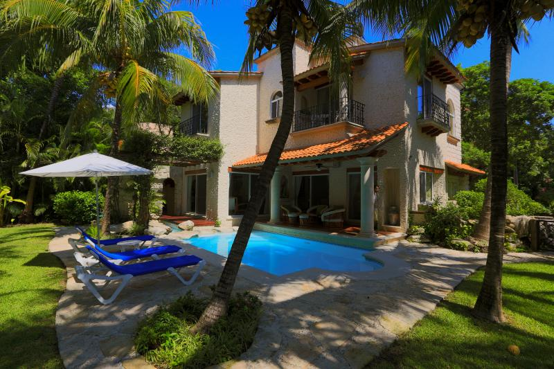 All in one Villa! Location, Beach, Nature, Privacy, Security, Shopping, location de vacances à Playa del Carmen