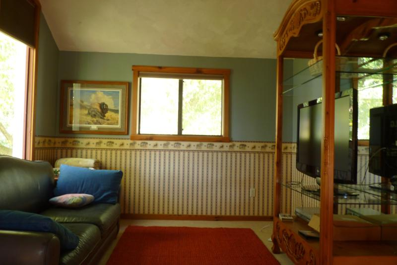 Cozy Cottage Nestled Close to Town and Mountains, holiday rental in Four Corners