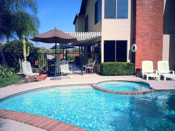 Beautiful ANAHEIM HILLS HIDEAWAY with Pool, WiFi, Pool Table, 5 Stars!, vacation rental in Placentia