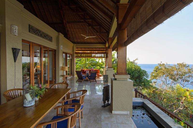Terrasse et salle à manger