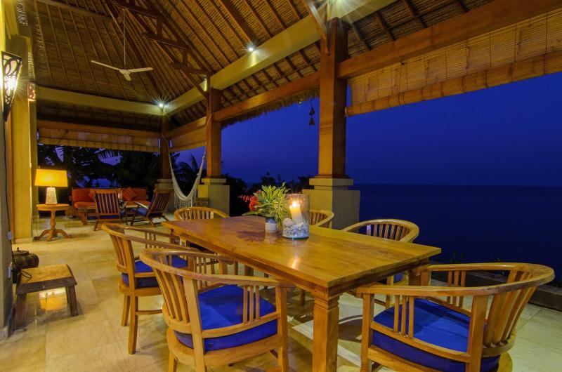 Table à manger sur la terrasse