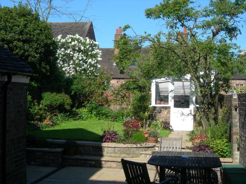 Garten - sitzen, Essen, trinken, Grillen, Sonnenbaden... entspannen!