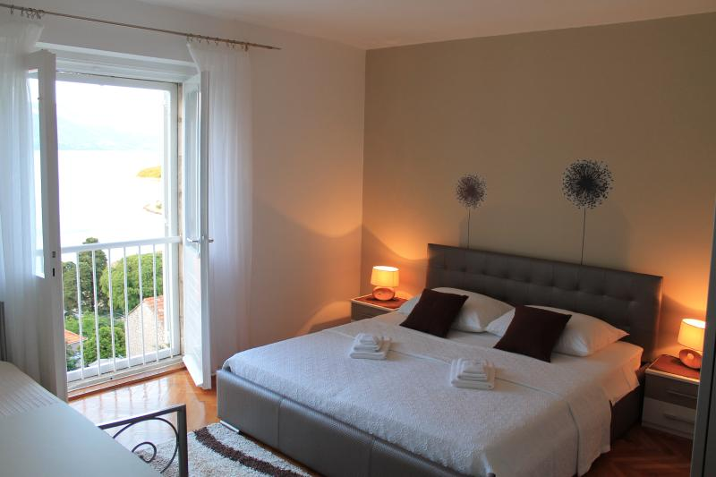 Apartment close to the beach, casa vacanza a Korcula Town