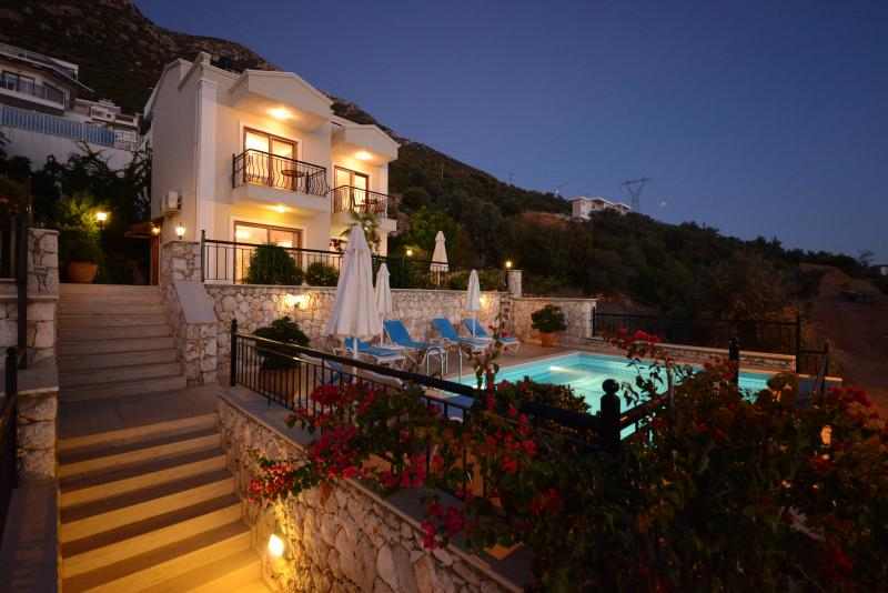 Villa Fina - Recently Upgraded for 2021, Luxury Villa with Private Heated Pool, holiday rental in Kalkan