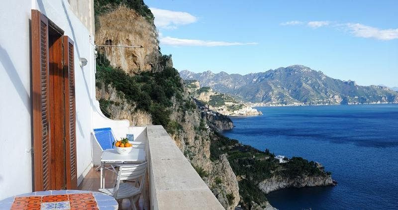 Amalfi Coast, 1 : BEAUTIFUL SEA VIEW -  free parking and free Wifi-, holiday rental in Conca dei Marini