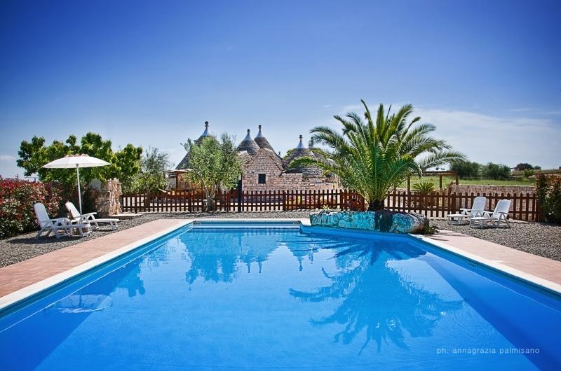 Trulli il Castagno: trulli holiday wine farm in puglia with one bedroom, casa vacanza a Martina Franca