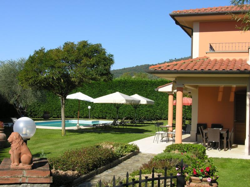 Villino Blu private villa, holiday rental in Loro Ciuffenna