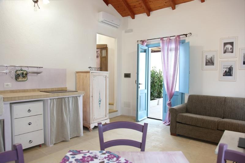 LA CORTE DEI COLORI - Lilla, holiday rental in Vaste