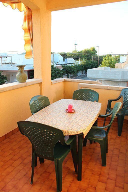 La veranda coperta è l'ideale cene romantiche, con il sole che tramonta sui tetti di Campomarino