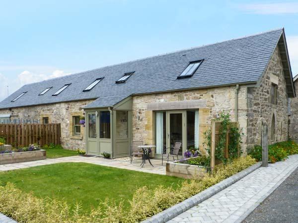 MUIRMAILING COTTAGE, flexible sleeping arrangements, underfloor heating, holiday rental in Kilsyth