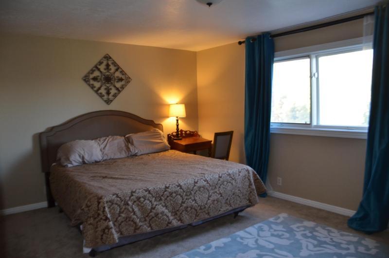 Guest bedroom huge proportions