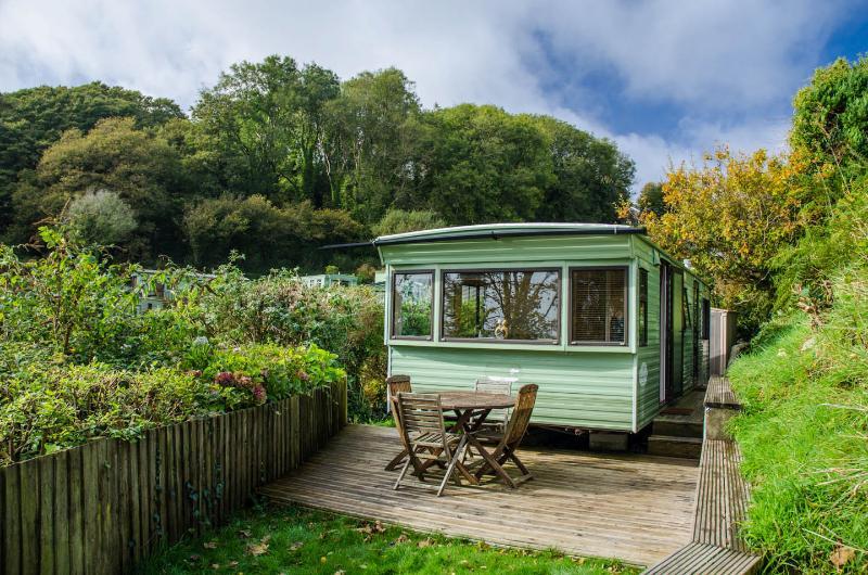 Revelstoke Park Caravan Rental near Noss mayo, vacation rental in Noss Mayo