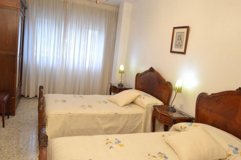 2ª habitación, 2 camas gemelas y armario.
