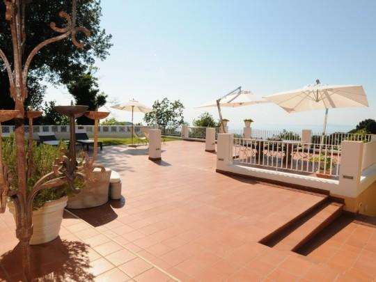 Capo d'Arco Villa Sleeps 10 with Pool and Air Con - 5717339, vacation rental in Schiazzano