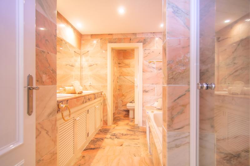 En suite bathroom with with bathtub, double sink
