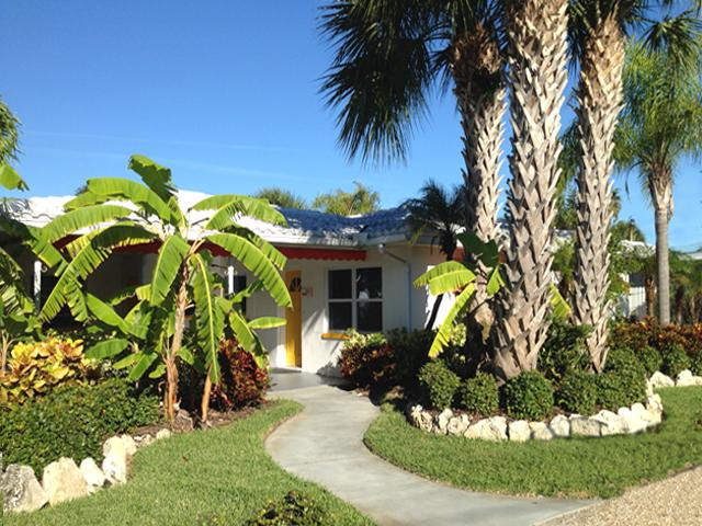 Orange Blossom/Key Lime, Bright and tropical. Heated pool, walk to the beach, relaxing and fun.