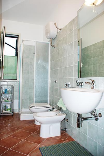 bagno con doccia al piano terra