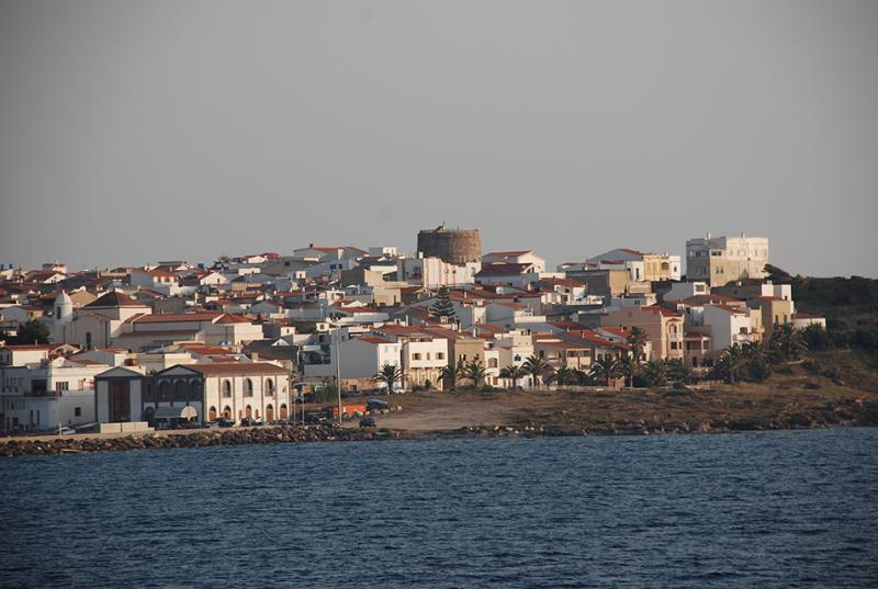 Calasetta vista dal traghetto per Carloforte Isola di SanPietro - 30 minuti di attraversata