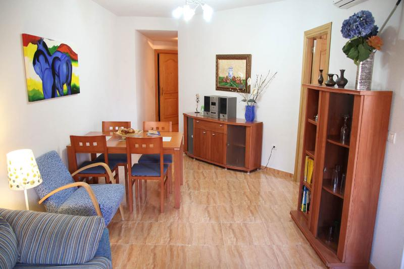 Apartamento a 3 km de Granada, cochera y wifi 4G, holiday rental in Churriana de la Vega