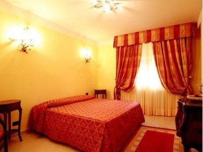 Spacious double bedroom - ask in advance if you prefer a twin