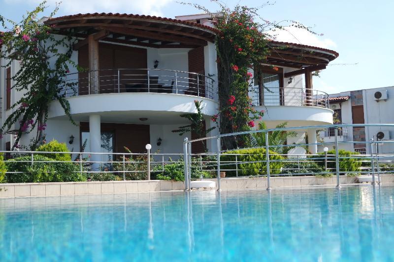 Okaliptus Beach Front Apartment.202, holiday rental in Turgutreis