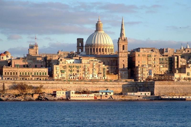 Ônibus para Valletta - a poucos metros do apartamento
