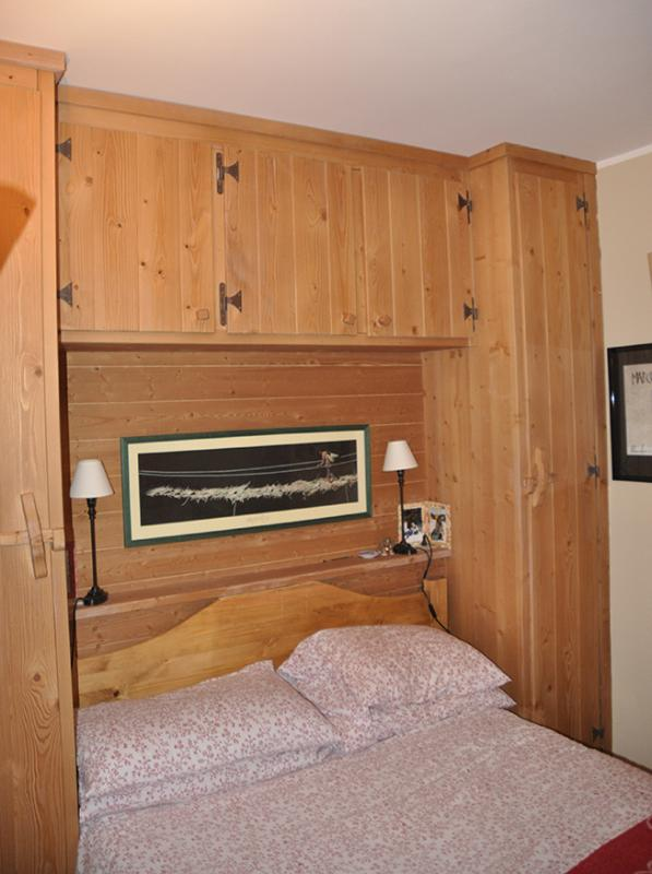 BEDROOM WITH CUPBOARDS