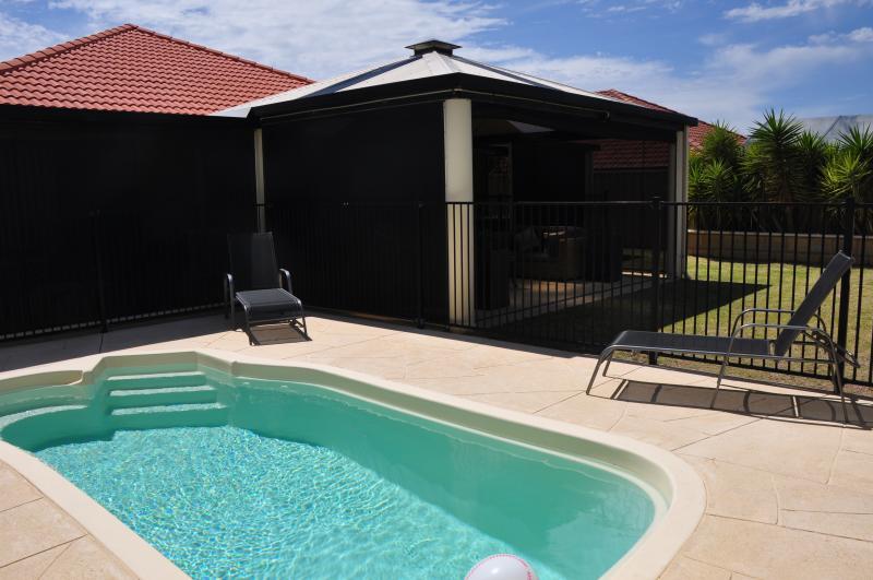 Pool & entertaining area