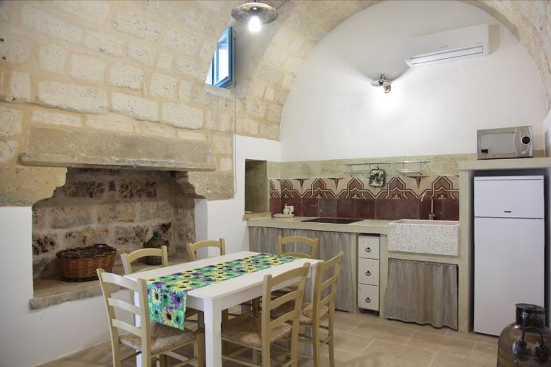 LA CORTE DEI COLORI - Beige, holiday rental in Vaste