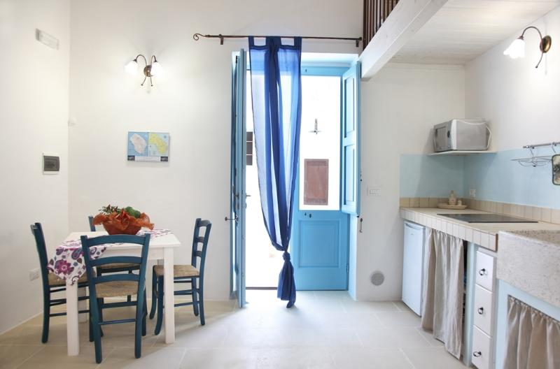 LA CORTE DEI COLORI - Blù, holiday rental in Vaste