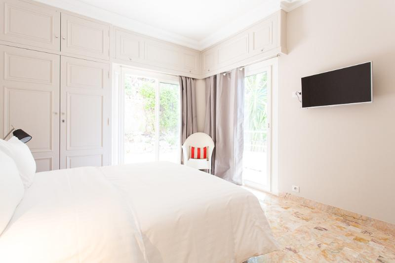 2nd bedroom, 1 double bed, TV, back terrace